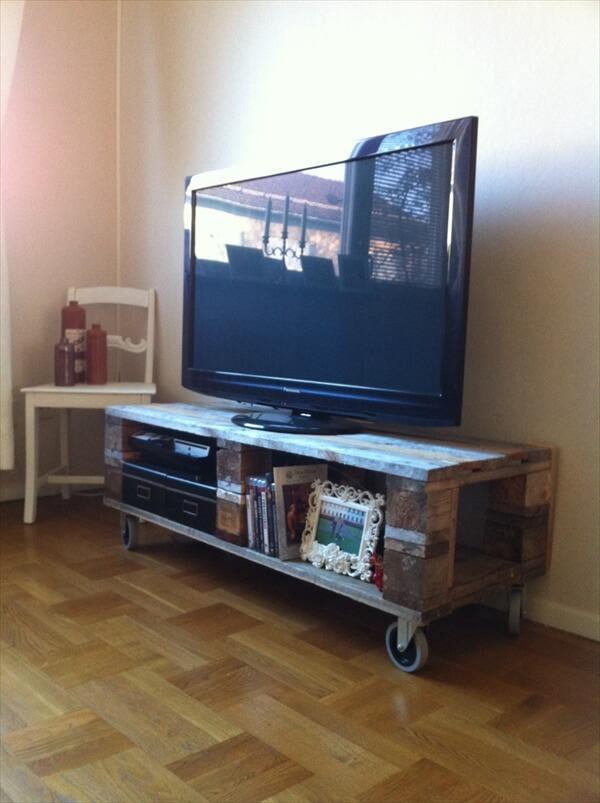 diy-pallet-tv-stand