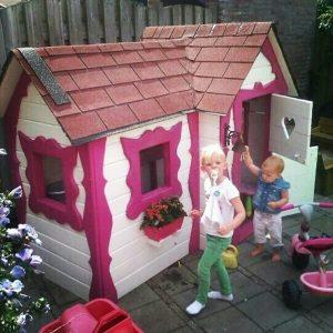 Kids Have Fun With Pallet Playhouse