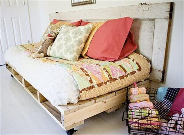 pallet-sofa-daybed