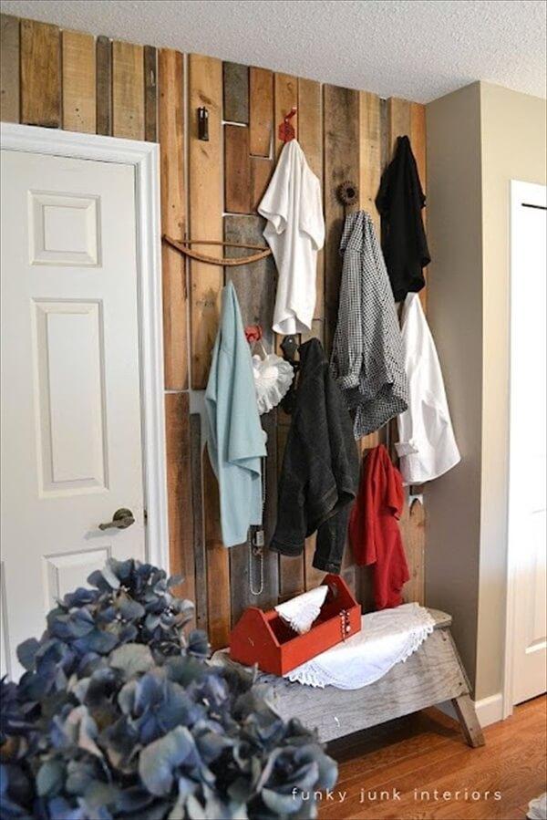 pallet-wood-wall-closet