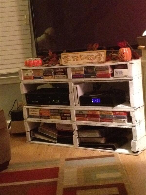 wooden-pallet-tv-stand