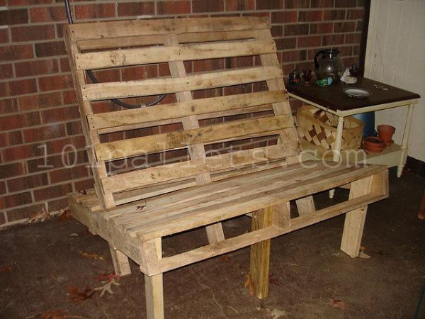 Inexpensive Benches Made of Pallets