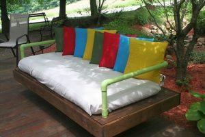 DIY Tutorial: How to Build a Pallet Daybed