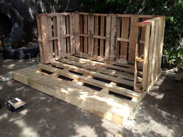 Little Playhouse from Pallets