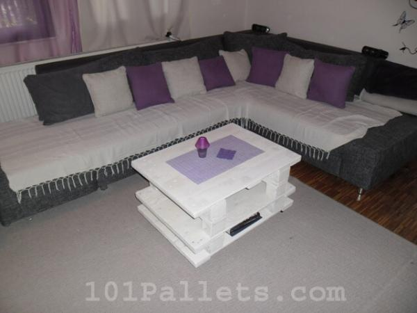 White Color Small Pallet Table for Living Room