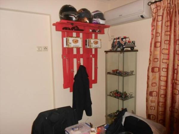 DIY Hook Shelf from Pallets