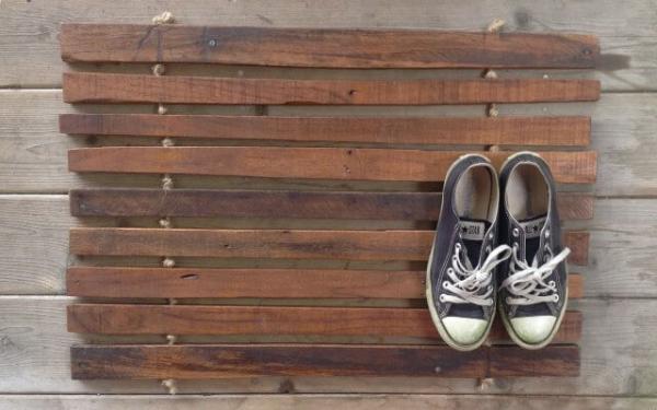 DIY Pallet Doormat