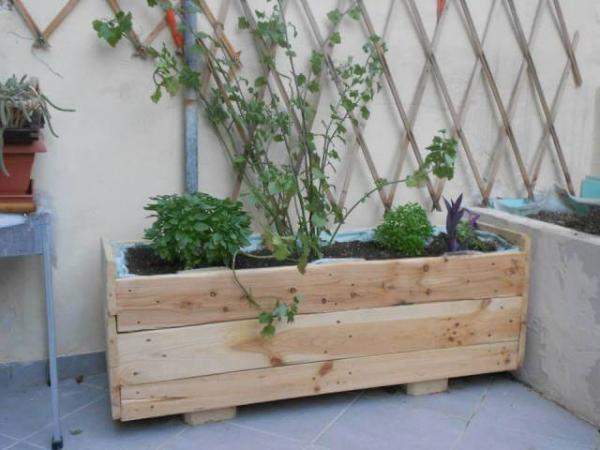 DIY Wooden Pallet Planter Box