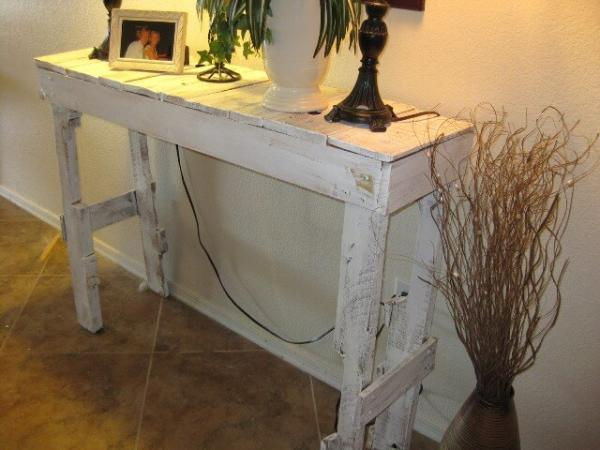 DIY Pallet Hall Table Project