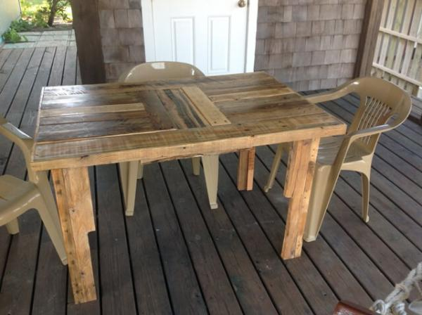 DIY Wooden Pallet Table