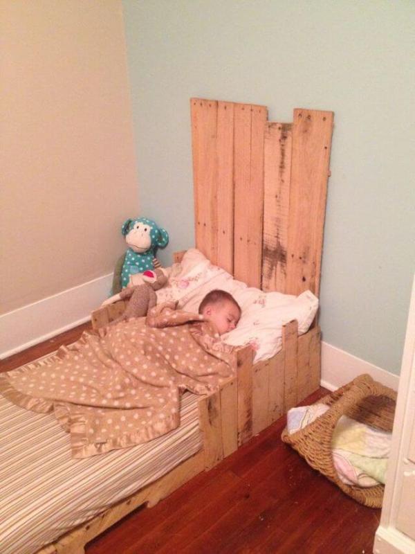 5 Simple DIY Pallet Toddler Beds – 101 Pallets