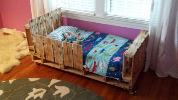DIY Toddler bed made by using pallets