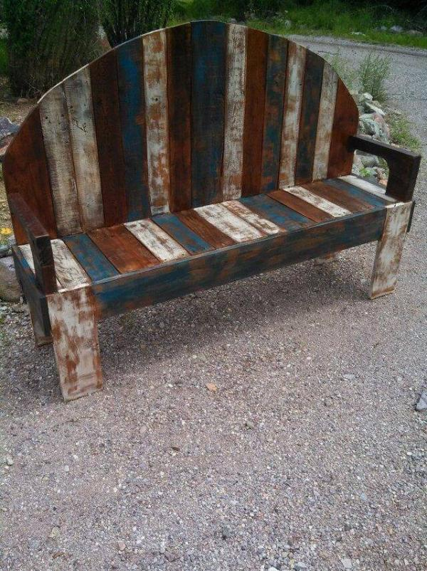 Handmade rustic pallet bench 101 pallets for Rustic outdoor bench plans