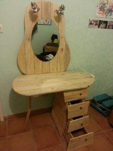 DIY Pallet Dressing Table