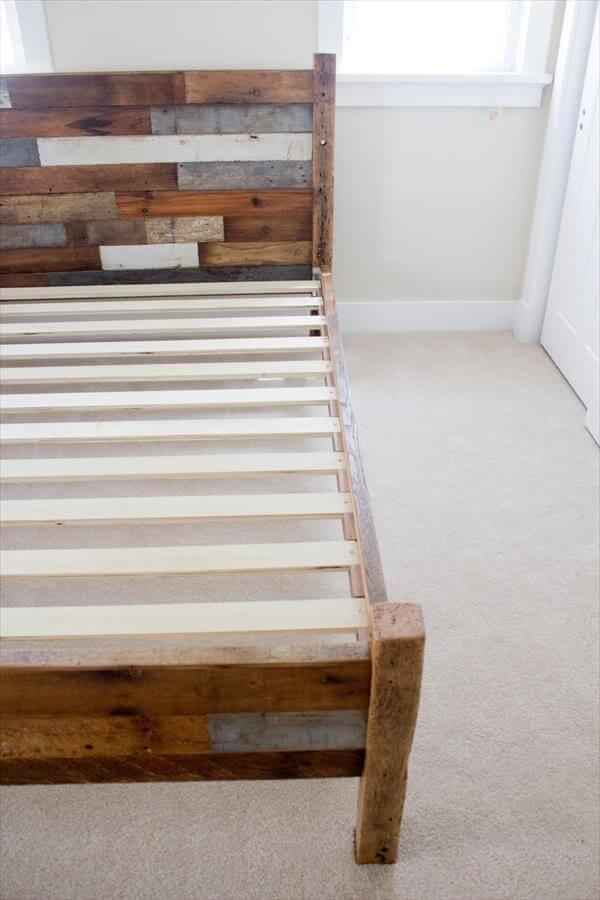 Pallet And Barn Wood Queen Bed 101 Pallets