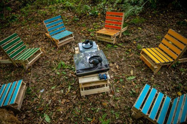 DIY Chairs Out of Pallets