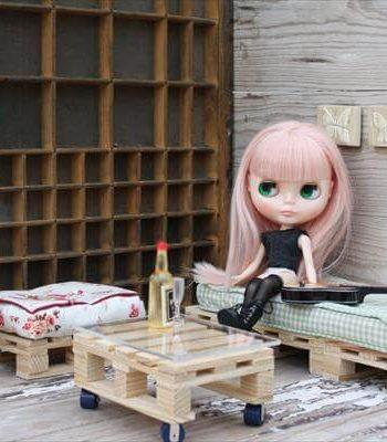 Pallet Seating for Your Dolls