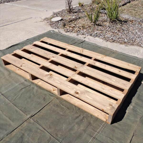 reclaimed pallet bed idea