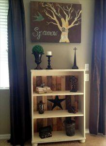 DIY Remodeled Pallet Bookshelves