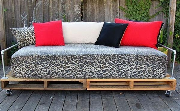 upcycled pallet daybed