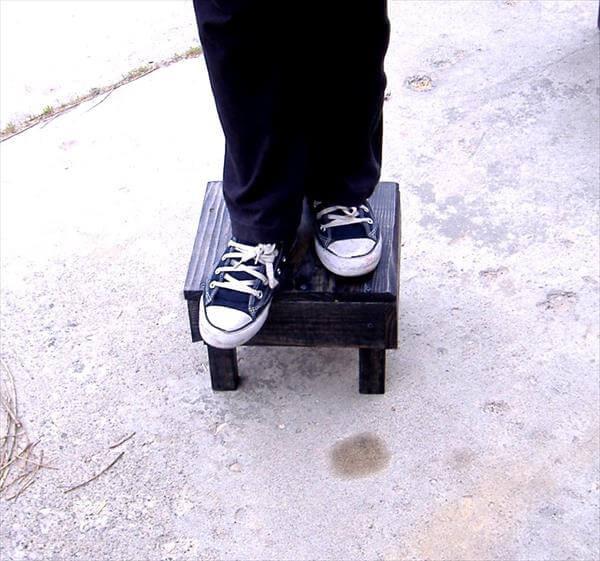 repurposed pallet foot stool