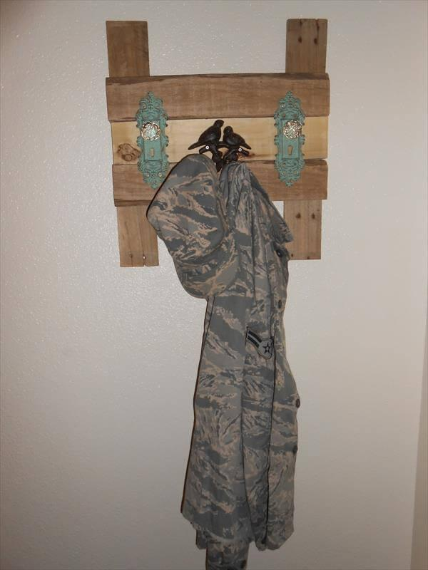 diy pallet coat rack