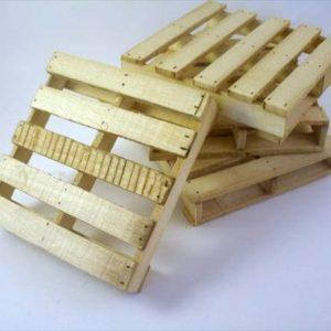 upcycled pallet mini coasters