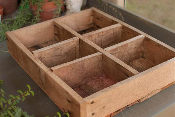 reclaimed pallet wooden crate