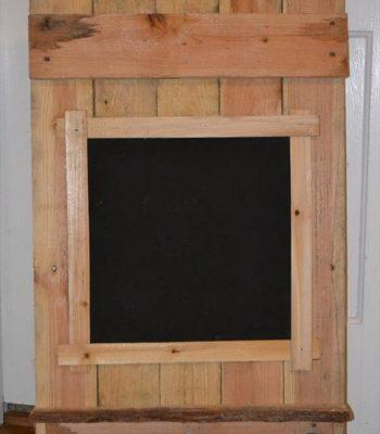repurposed pallet chalk board
