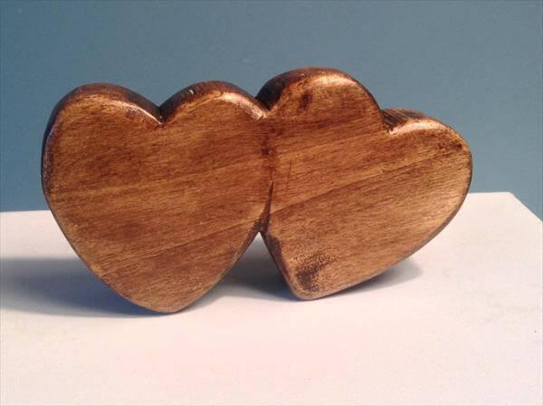reclaimed pallet double heart