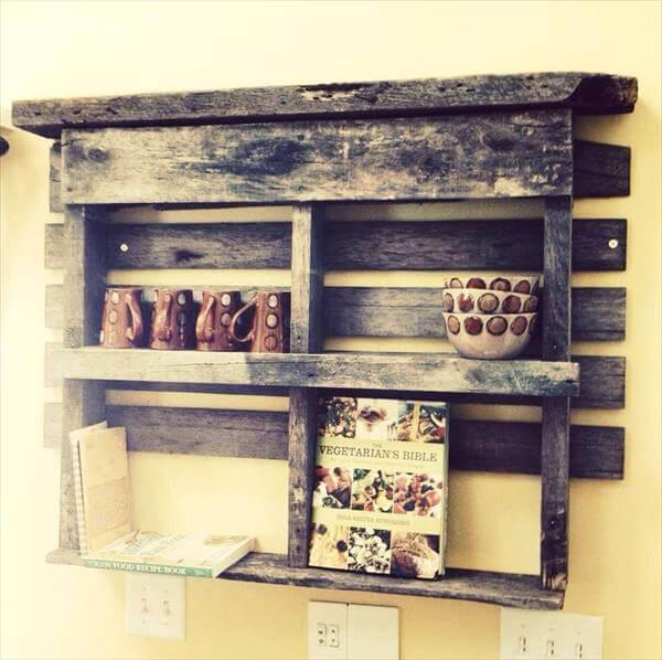 recycled pallet rustic bookshelf