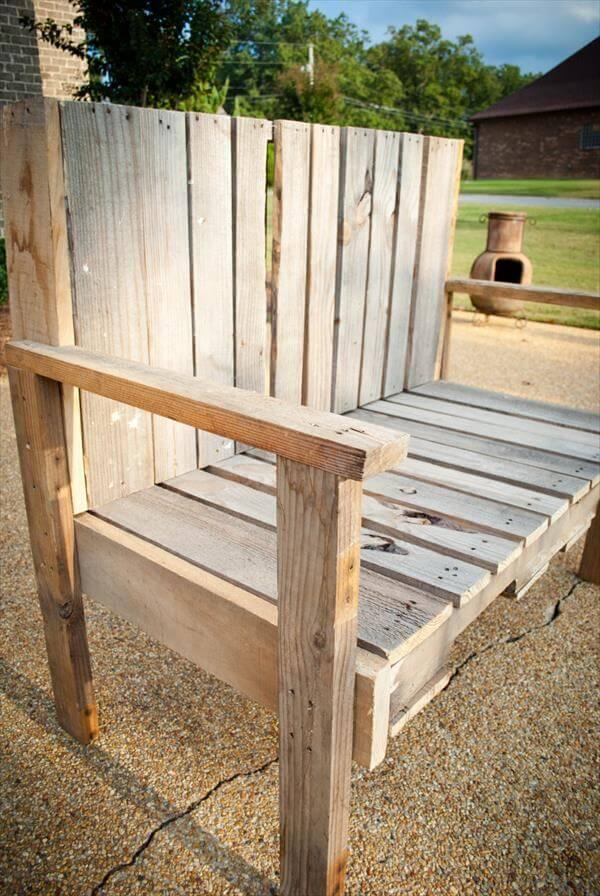 rustic chic bench out of pallet wood