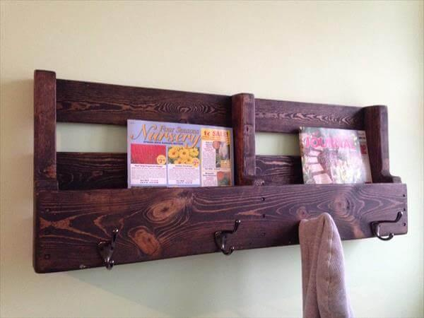recycled pallet bookshelf and coat rack