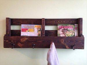DIY Pallet Bookshelf / Coat Rack