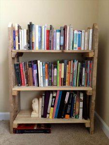DIY Pallet Fence Bookshelf