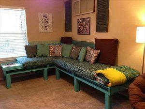 DIY Sectional Pallet Daybed