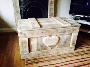 DIY Shabby Chic Pallet Toy Box