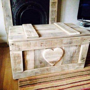 DIY Shabby Chic Pallet Toy Box