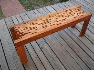 DIY Mahogany Pallet Bench