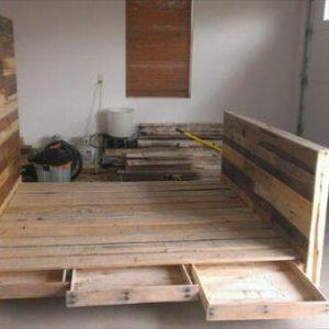 recycled pallet bed with side pockets