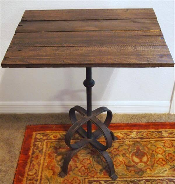 Pallet Side Table With Metal Lamp Base 101 Pallets