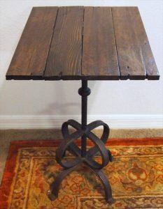 Pallet Side Table with Metal Lamp Base
