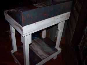 DIY Distressed Pallet Miniature Desk