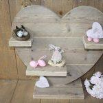 recycled pallet heart decoration