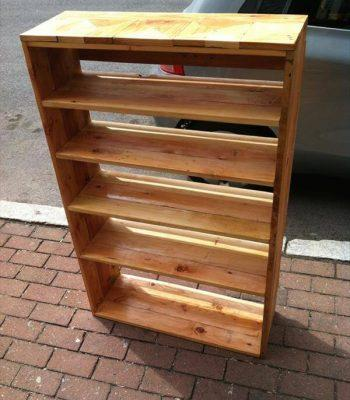 recycled pallet chic bookcase