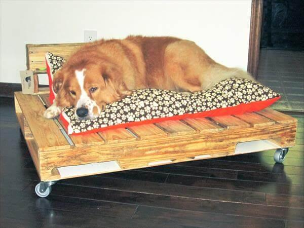 Diy Pallet Dog Bed With Tennis Ball Storage 101 Pallets