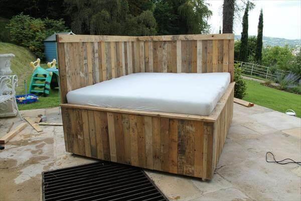 Recycled Pallet Outdoor Bed