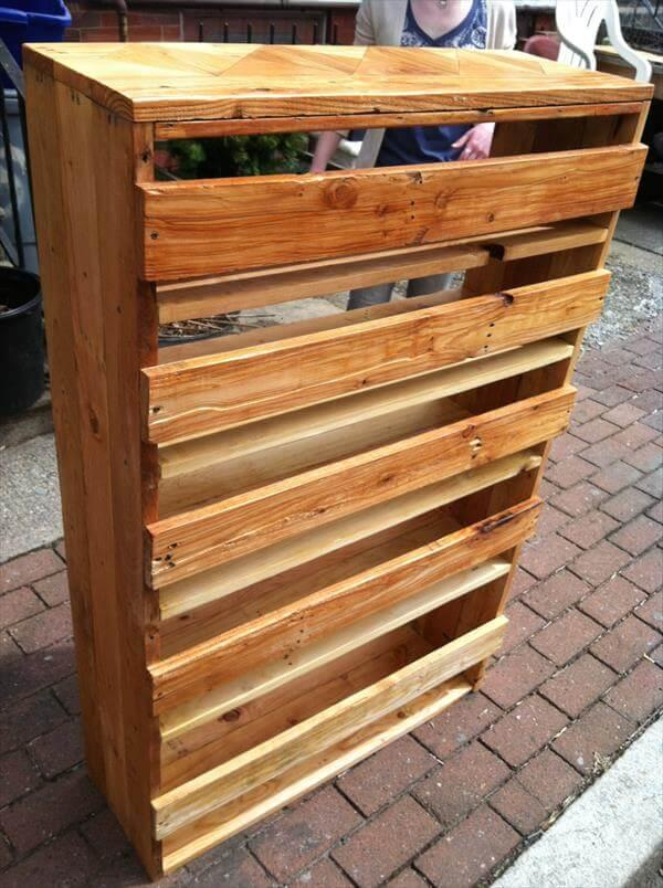repurposed pallet chic wooden bookcase