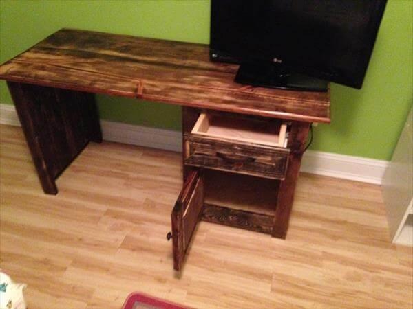 handmade pallet child's desk