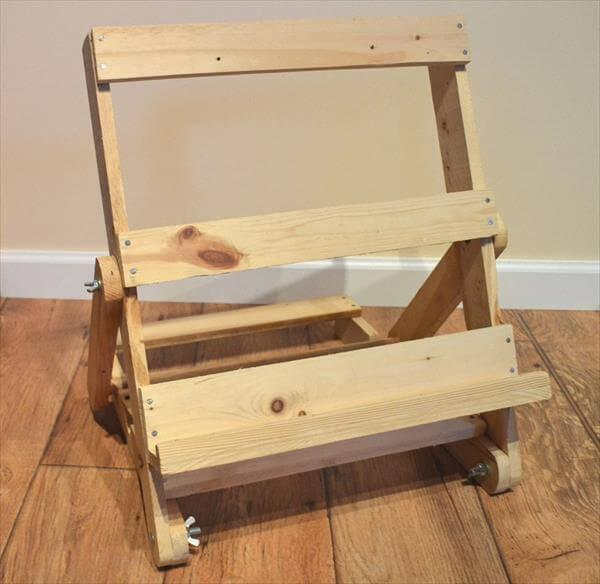 DIY Pallet Adjustable Easel and Display Stand – 101 Pallets